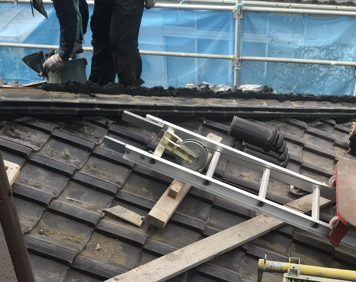 屋根漆喰補修 施工中