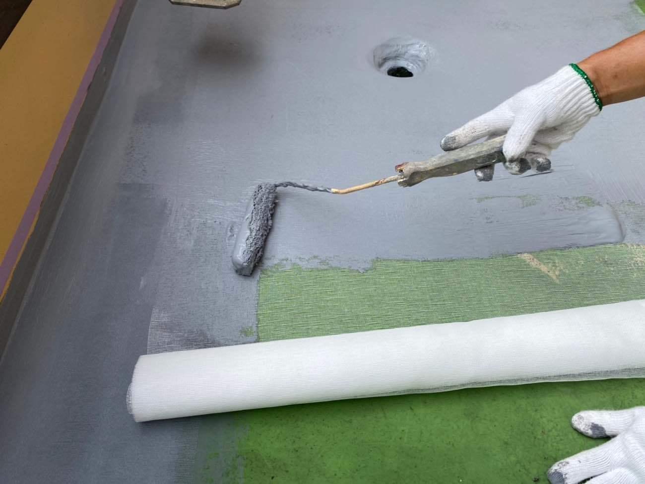 ベランダ防水 1層目+メッシュシート敷き込み